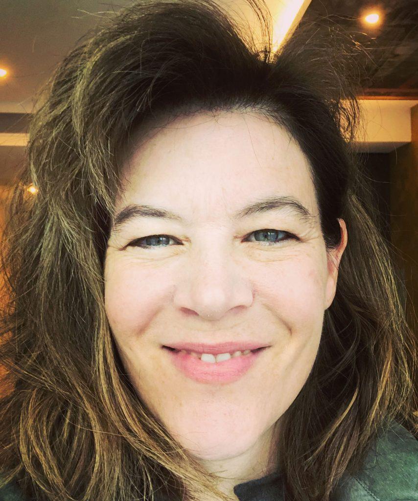 Katerina Cizek Headshot